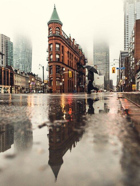 Deszczowe ulice miasta
