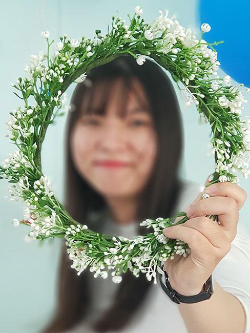 wianek z drobynch białych kwiatów