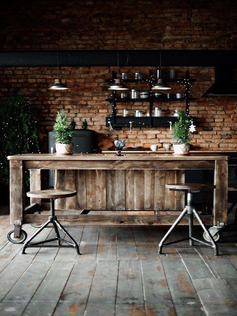 Drewniany blat i ściana z cegły, styl prowansalski