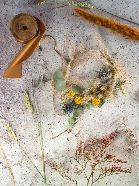 wianek z suszonych kwiatów