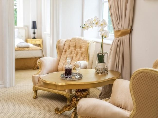 Eleganckie wnętrze pokoju w hotelu Pałac Alexandrium