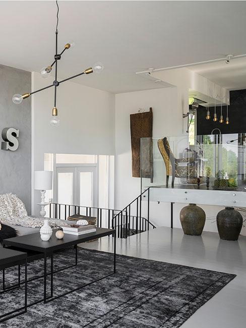 nowoczesny salon z jadalnią na antresoli