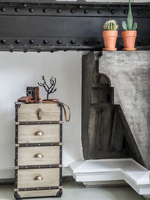 mała szafka w stylu industrialnym