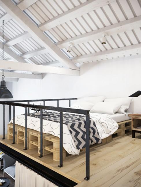 sypialnia w stylu skandynawskim na antresoli w mieszkaniu