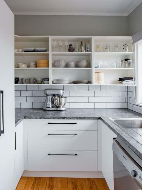 białe ceglane płytki w kuchni