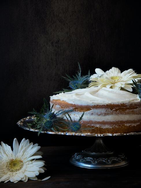 Udekorowane ciasto na dzień matki