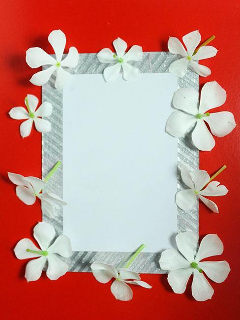 kartka na dzień mamy z białymi kwiatkami