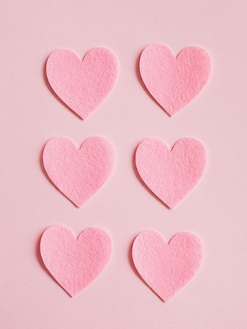 kartka na dzień mamy z rożowymi filcowymi serduszkami