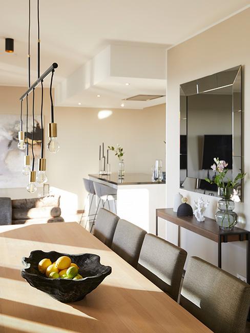 sufit podwieszany w kuchni w nowoczesnym mieszkaniu bez ściał działowych