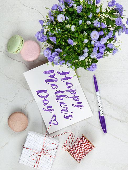 kartka na Dzień matki z piękną pisana piękną fioletową kaligrafią