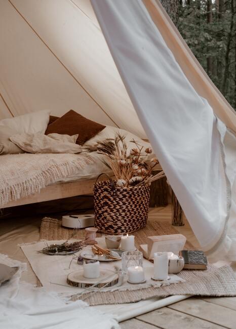 Zbliżenie na namiot majówka