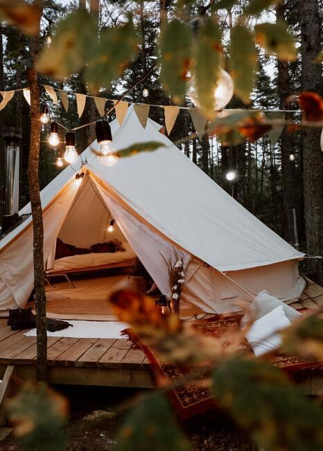 Namiot przygotowany na majówkę