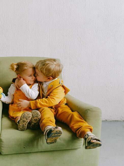 dzieci przytulające się