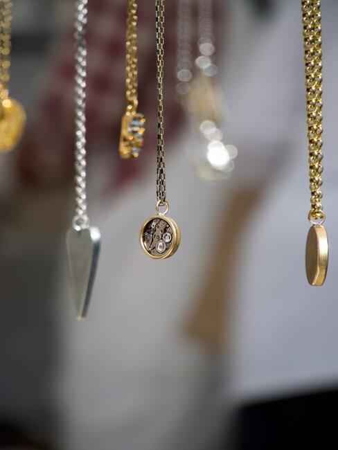 Biżuteria, łańcuszki z zawieszkami