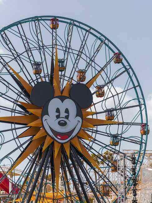 Diabelski młyn z Myszką Mickey w Disneylandzie