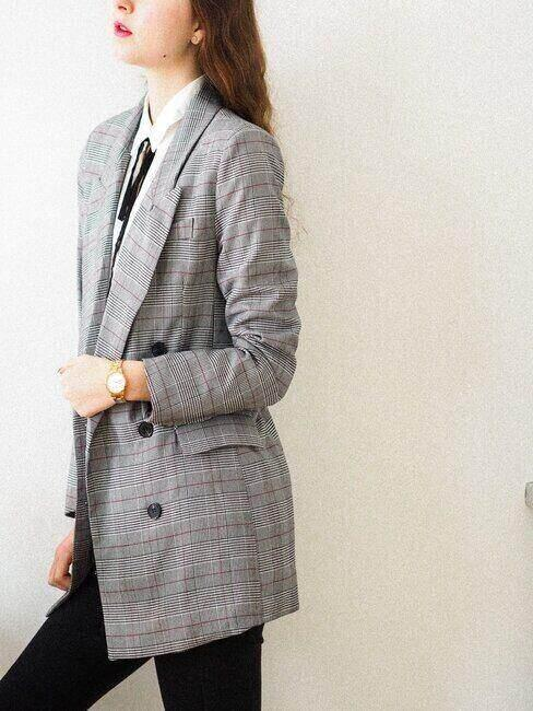 Kobieta w żakiecie, pomysł na strój na komunię