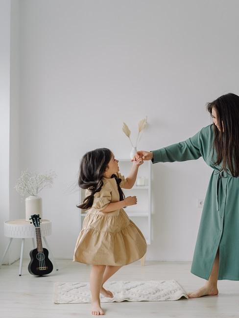 Wspólna zabawa jako pomysły na dzień matki