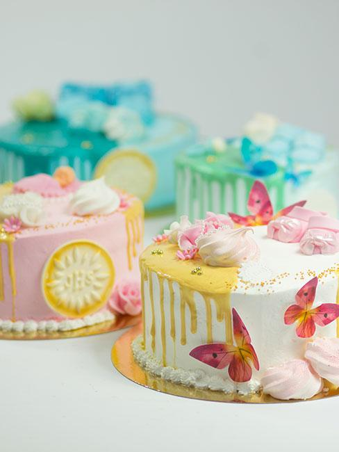 Kolorowe ciasta na komunię