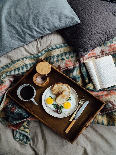 Śniadanie do łóżka jako prezent na 40 urodziny