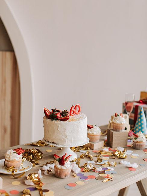 tort na 60 urodziny na stole