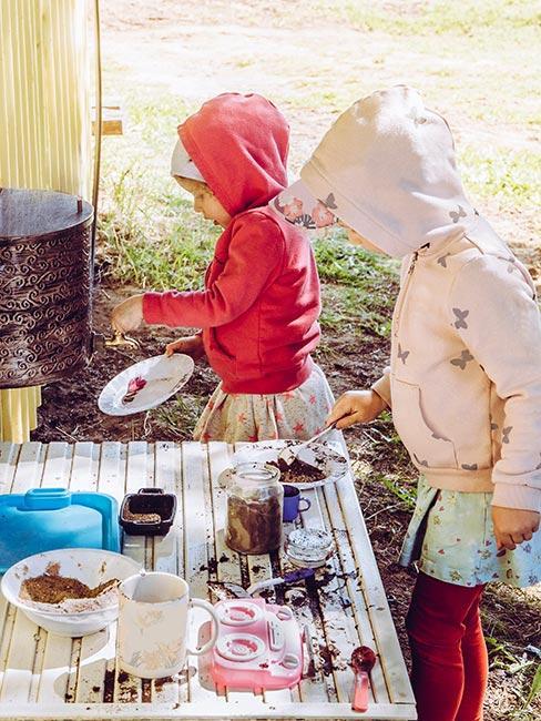 Kuchnia błotna w ogrodzie