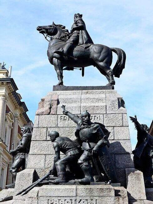 Pomnik króla na koniu