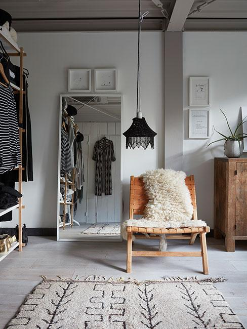 Garderoba w sypialni w stylu boho