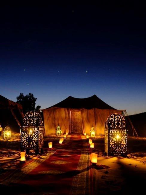 Eelegancki namiot nocą