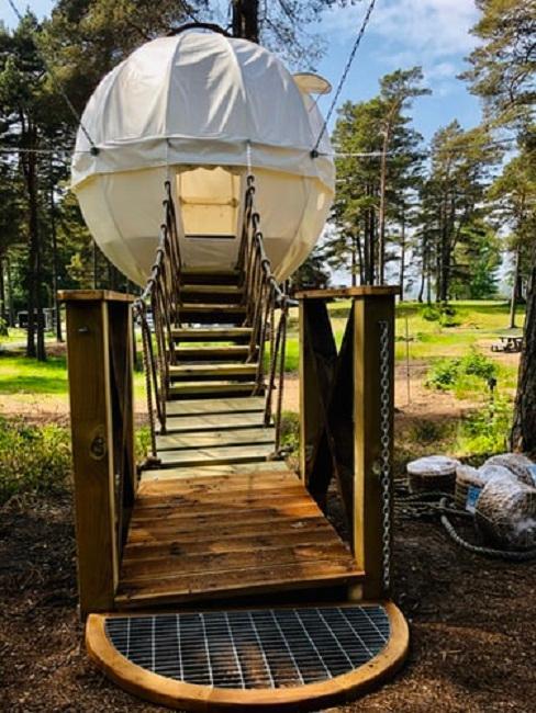 Oryginalny namiot o kulistym kształcie