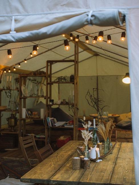 Namiot z lampkami