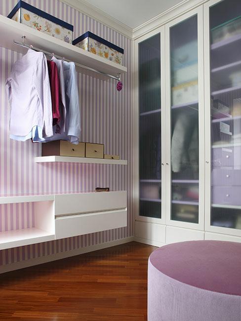 Garderoba w sypialni w stylu prowansalskim