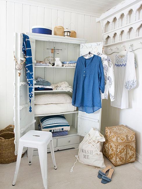 Biała szafa w garderobie w sypialni w stylu prowansalskim