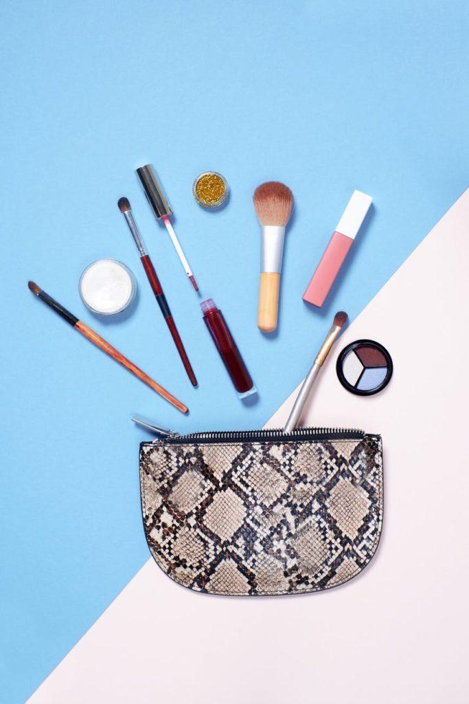 Kosmetyczka i akcesoria do makijażu