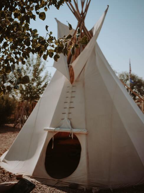 Namiot przypominający wigwam