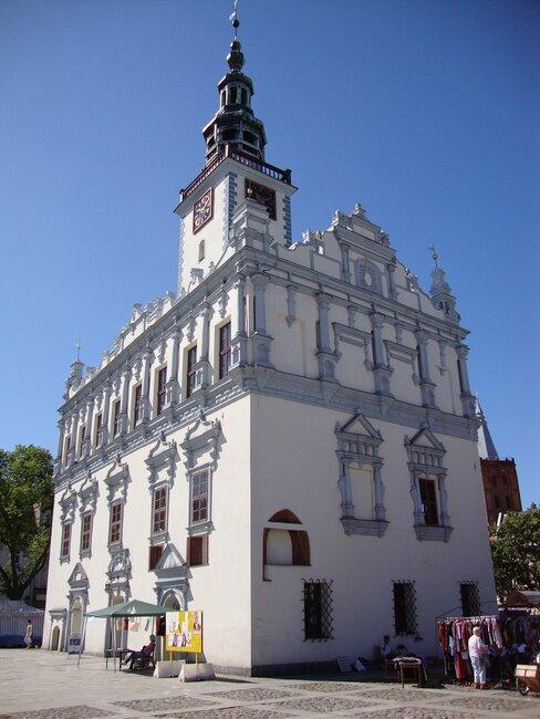 Zbliżenie na ratusz w Chełmnie