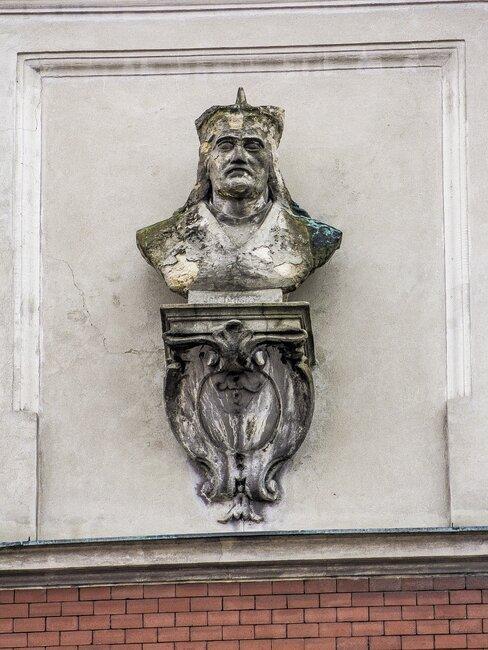 Posąg na ścianie w Lublinie