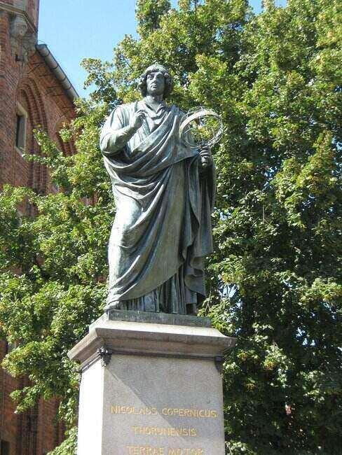 Posąg Mikołaja Kopernika w Toruniu