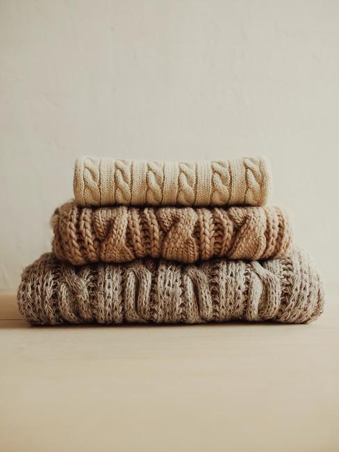 Swetry złożone tak jak składa się koszulki