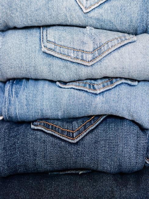 Złożone jeansy
