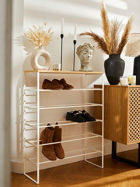 przechowywanie butów w przedpokoju w stylu boho