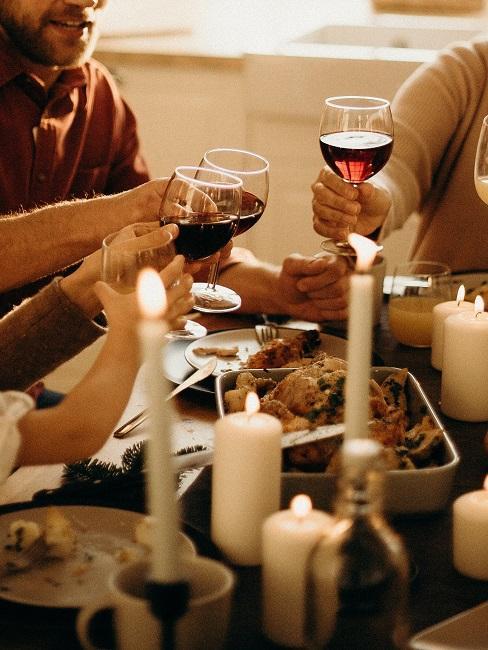 Wieczorne spotkanie z winem i świecami na 18 urodziny