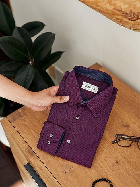 złożona śliwkowa koszula