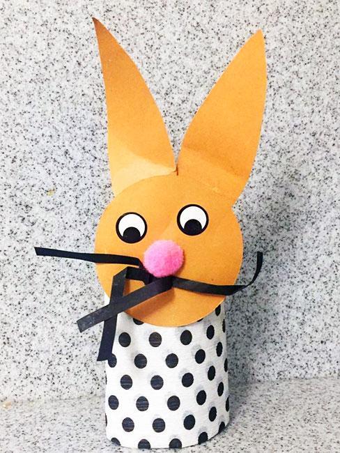 króliczek z rolki papieru DIY dla dzieci