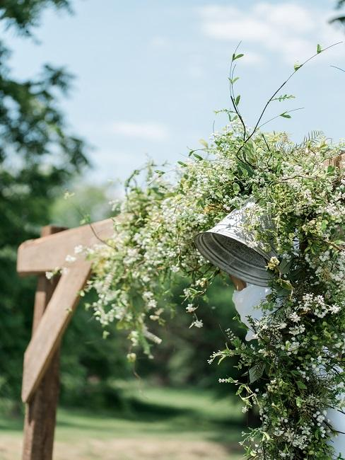 Ozdobne dzwony na ślub w plenerze