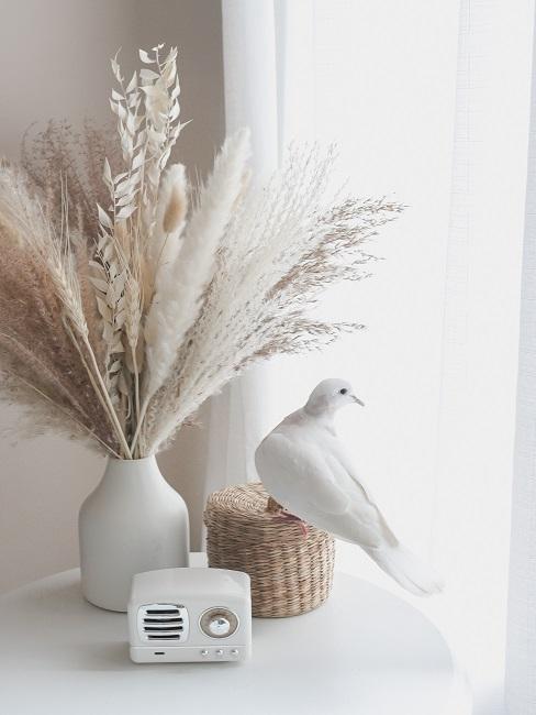 Ozdoby do wnętrz w kolorach bieli i stylu rustykalnym