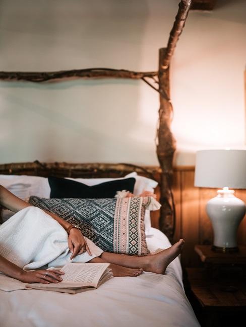 Sypialnia w domu rustykalnym