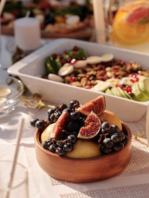 Figi i winogrona w misce, odpowiednie w trakcie postu przerywanego