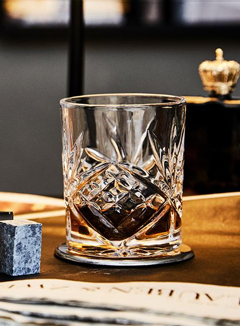 whisky w szklance