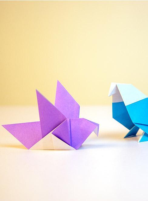 fioletowe i niebieskie origami ptaka