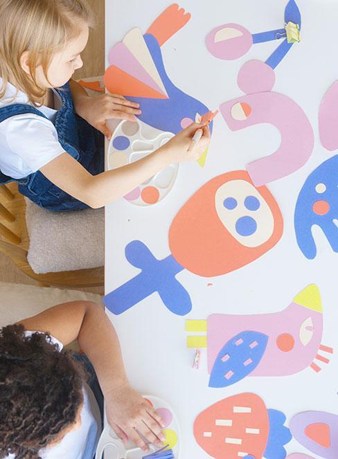 Wycinanie z kolorowego papieru jako rodzaj pracy plastycznych dla dzieci